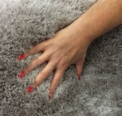 fingers-in-the-rug